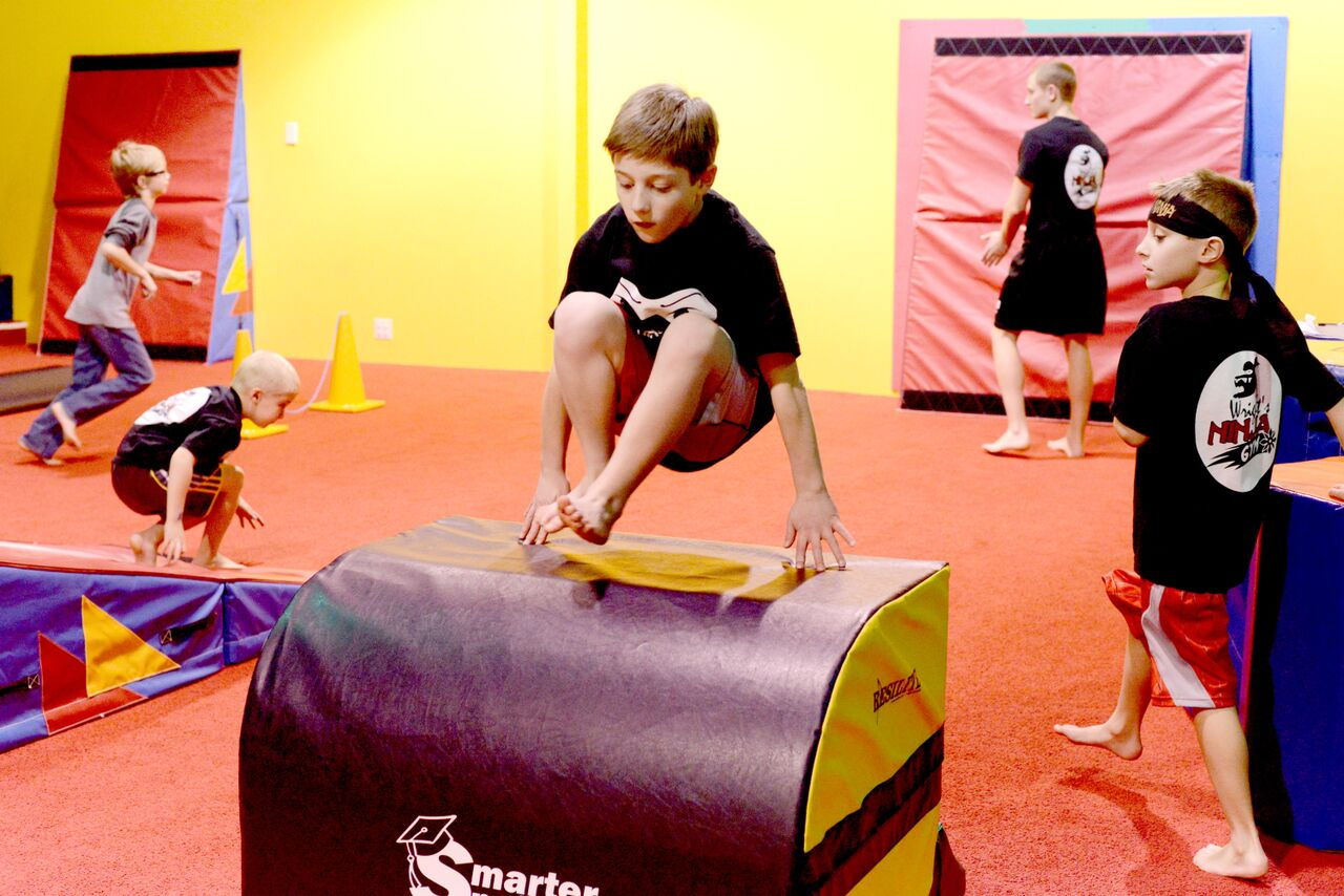 Ninja obstacle course vaulting kids
